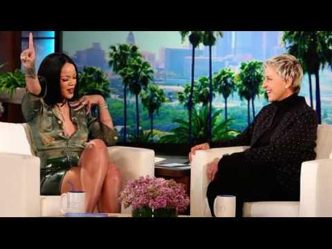 Rihanna dévoile sa nouvelle coupe au carré
