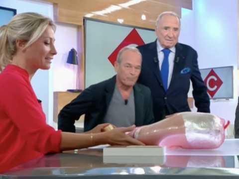 Laurent Baffie offre un sextoy à Anne-Sophie Lapix dans C à vous ! - ZAPPING TÉLÉ DU 16/09/2016