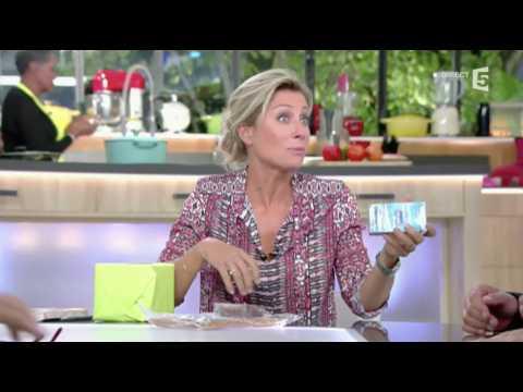 C à vous : Marc-Antoine Le Bret offre des préservatifs à Anne-Sophie Lapix - ZAPPING TÉLÉ DU 23/09/2016