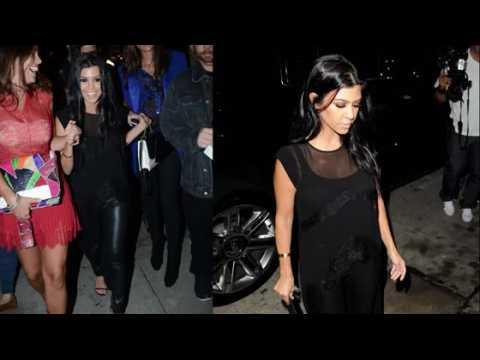 Kourtney Kardashian est submergée par les photographes
