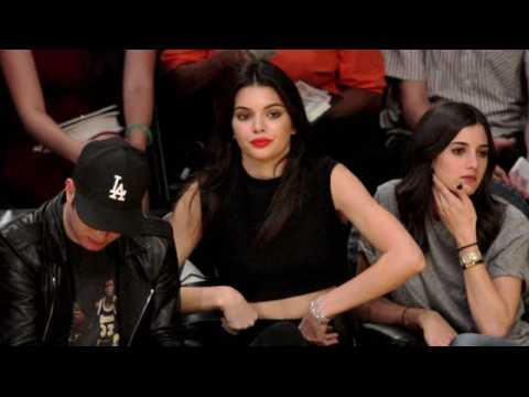 Kendall Jenner s'ennuie à un match de basket