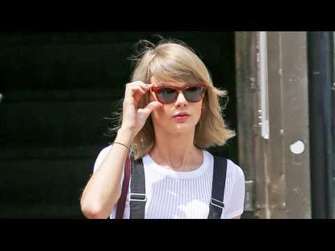 Taylor Swift célèbre sa tournée avec son équipe mais veut un anniversaire calme