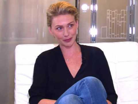 """Exclu Vidéo : En toute intimité : Lucie Mariotti : """"Il y a eu des relations charnelles dans La villa des coeurs brisés ! """""""