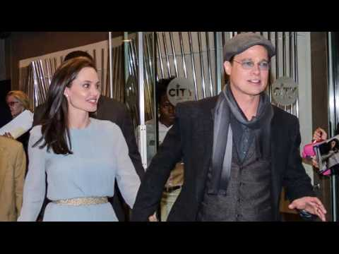 Angelina Jolie et Brad Pitt se montrent affectueux à la première de Vue sur mer