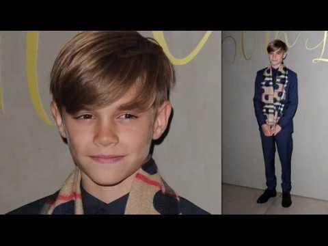 Romeo Beckham et d'autres stars de la campagne Burberry