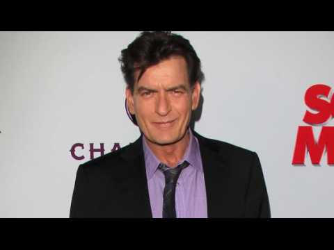 Charlie Sheen filmé en train de faire une fellation à un homme