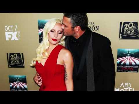 Lady Gaga a gifflé Taylor Kinney la première fois qu'il l'a embrassée