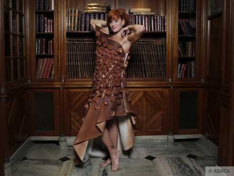 Exclu vidéo : Fauve Hautot : Séduisante en tenue gourmande pour le Salon Du Chocolat !
