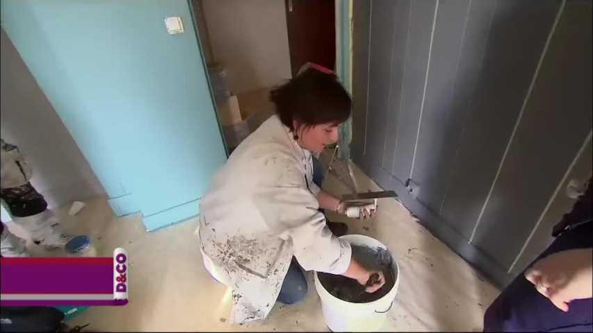 revêtement de mur en enduit décoratif effet lambris - minutefacile.com - Comment Enlever De L Enduit Decoratif