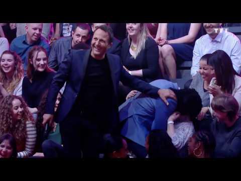 Quand Anthony Kavanagh se jette sur une femme ! - ZAPPING TÉLÉ DU 16/01/2017