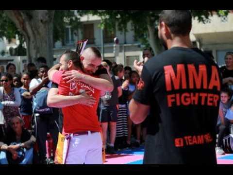 Quand un combattant de MMA entraîne des enfants à Marseille