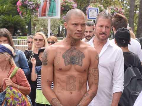 Festival Cannes 2017 : Jeremy Meeks, l'ex-détenu devenu mannequin fait le show (Vidéo)