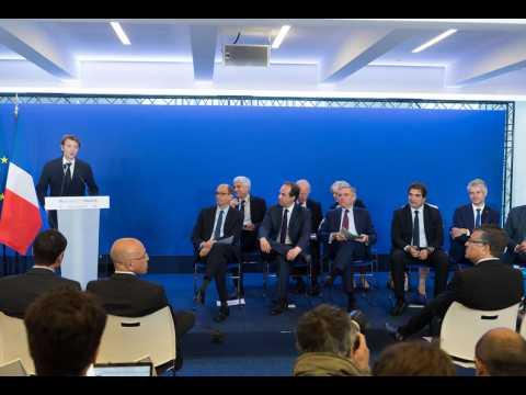 """""""C'est le Macron-supplice d'une droite qui n'en peut plus"""", estime Nicolas Domenach"""