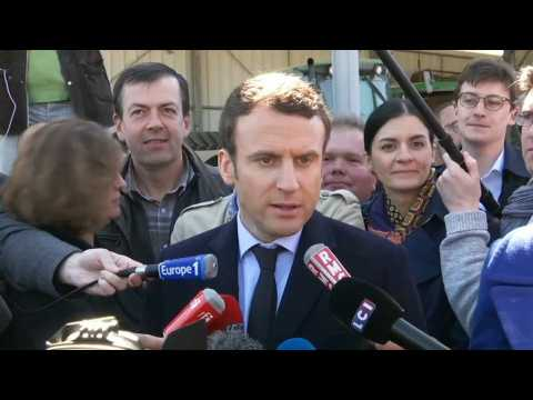 """""""Ça ne m'intéresse pas beaucoup."""" La réaction de Macron à l'alliance Le Pen-Dupont-Aignan"""