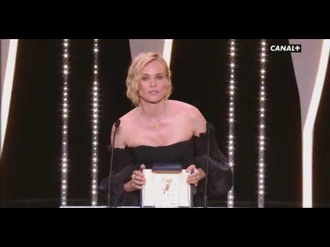 Festival de Cannes 2017 : Diane Kruger récompensée, elle rend hommage aux victimes attentats (Vidéo)