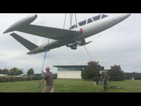 Un Fouga Magister exposé à l'aéroport