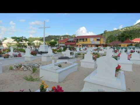 """""""Une sépulture simple."""" Ce que l'on sait de l'inhumation de Johnny prévu à Saint-Barthélemy"""