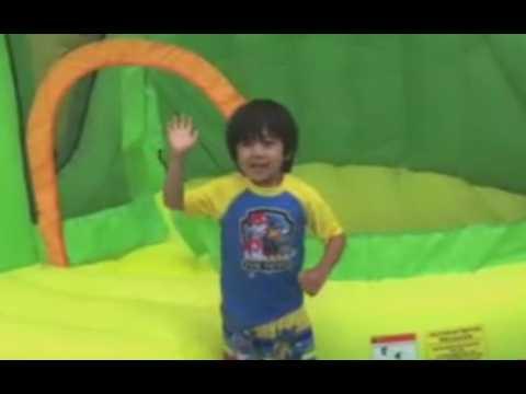 À six ans, il est millionnaire grâce à Youtube ! (Vidéo)