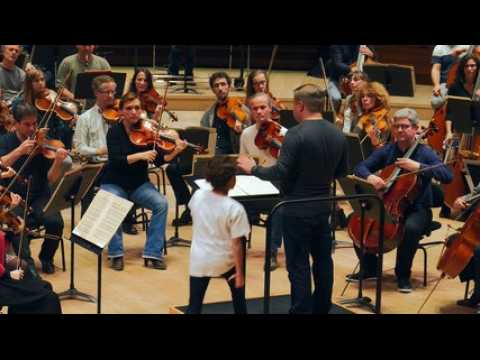 Journée des droits de l'enfant : Nino, 9 ans, à la baguette de l'Orchestre philharmonique de Radio France