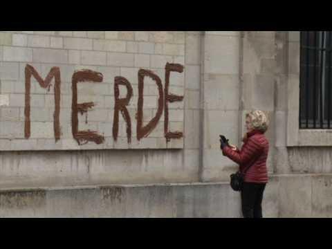 """Migrants: tags sur un ministère contre """"l""""accueil de merde"""""""