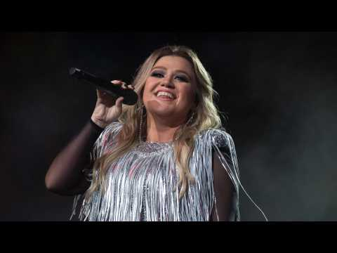 Kelly Clarkson Gets Tips From Ellen For Her Talk Show
