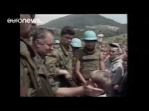 """La justice néerlandaise considère que les soldats néerlandais sont """"partiellement responsables"""" d'un massacre commis à Srebrenica en 1995."""