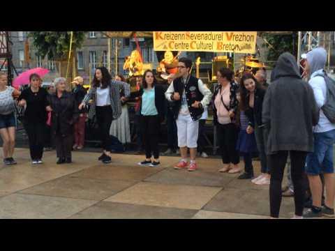 Musiques et danses bretonnes place du Centre