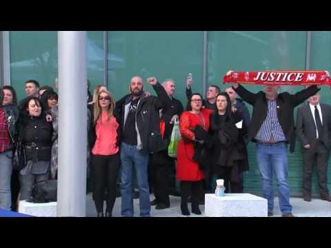 "Hillsborough - Les familles des victimes chantent ""You'll never walk alone"""