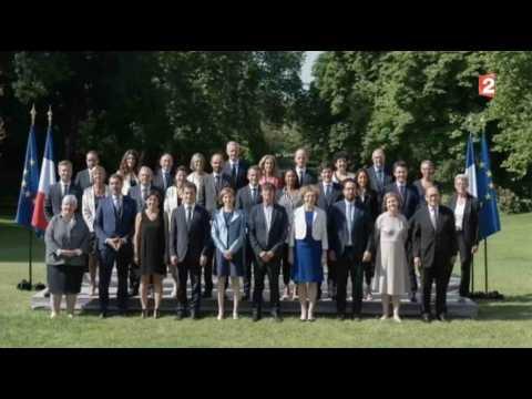 La nouvelle photo de famille du gouvernement ! - ZAPPING ACTU DU 22/06/2017