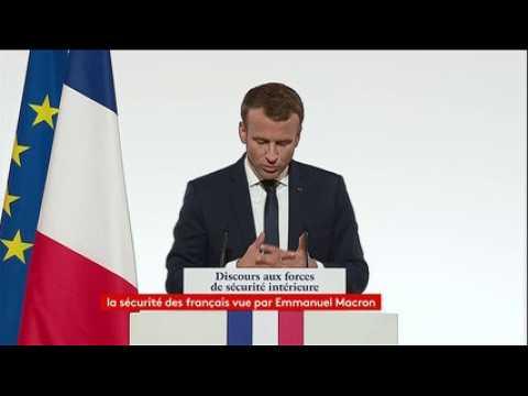 """Macron : """"Ceux qui pensent qu'on peut lutter contre le terrorisme sans (s'interroger sur) la circulation des personnes ne sont pas sérieux"""""""