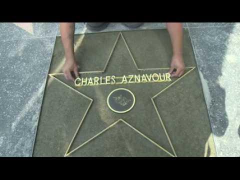Charles Aznavour va recevoir son étoile sur le Walk of Fame