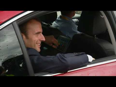 Tour de France: Emmanuel Macron arrive à Saint-Michel-de-Maurienne pour la 17e étape