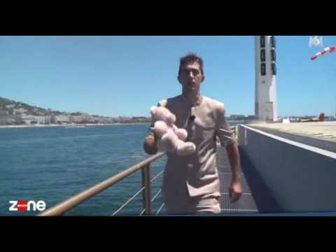 Cannes : Un doudou rapatrié en hélicoptère pour de riches clients (vidéo)