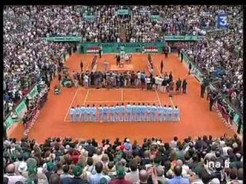 Finale dames à Roland Garros :  Remise de la coupe à Henin