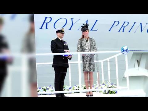 La Duchesse de Cambridge est magnifique dans un imprimé fauve