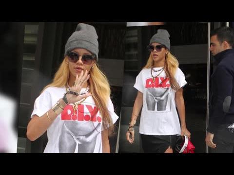 Rihanna prend position avec un t-shirt après sa rupture avec Chris Brown