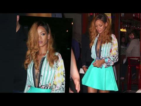 Rihanna sans soutien-gorge dans une blouse déboutonnée