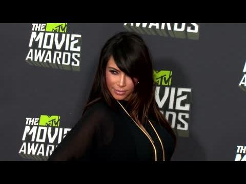Kim Kardashian incendie les paparazzis qui l'ont menacée