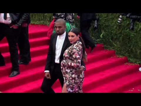 La famille de Kim Kardashian réagit aux questions sur le bébé