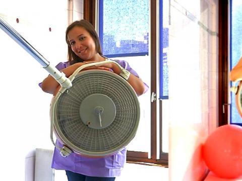 hopital des sages femmes nues pour sauver la maternite lilas art