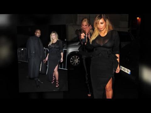 Kim Kardashian coupe le souffle à la Semaine de la Mode à Paris