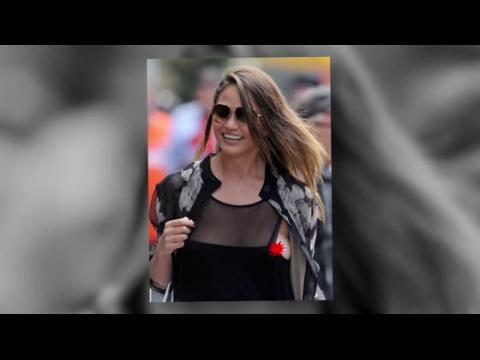 Chrissy Teigen, sans soutien-gorge, souffre d'un petit problème vestimentaire à New York