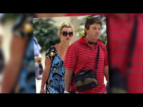 Le père de Britney Spears demande plus d'argent au tribunal pour sa tutelle