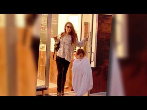 Katie Holmes emmène Suri Cruise dans un salon de manucure pendant une journée entre filles