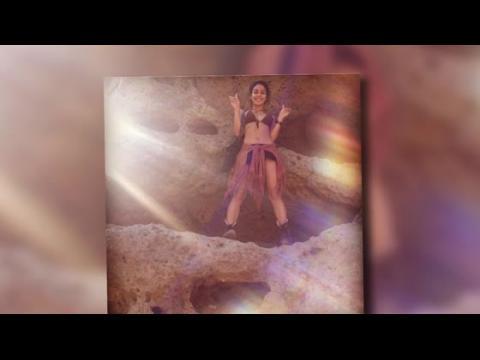 Vanessa Hudgens se retrouve en bikini pour une balade à Malibu