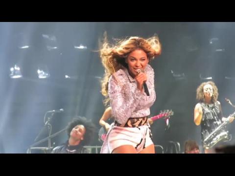 Beyonce tirée de scène par un fan brésilien