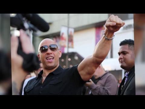 Vin Diesel amuse ses fans à la première des Gardiens de la Galaxie