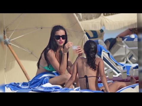 Adriana Lima à la plage à Miami