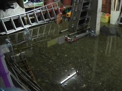 toulouse de violents orages accompagn s de pluie et de gr le ont caus des inondations 24 06. Black Bedroom Furniture Sets. Home Design Ideas