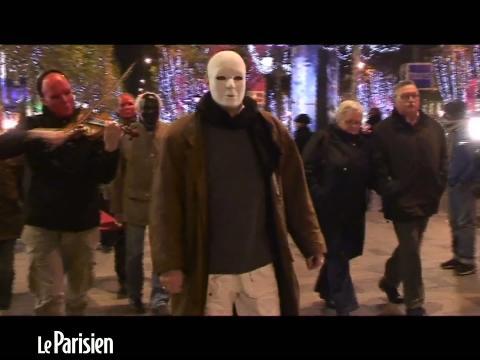 Il détruit des toilettes sur les Champs-Elysées